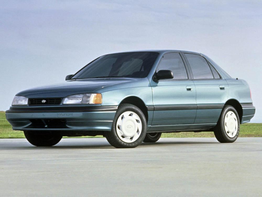 Автмомобиль Hyundai Elantra 1990 года