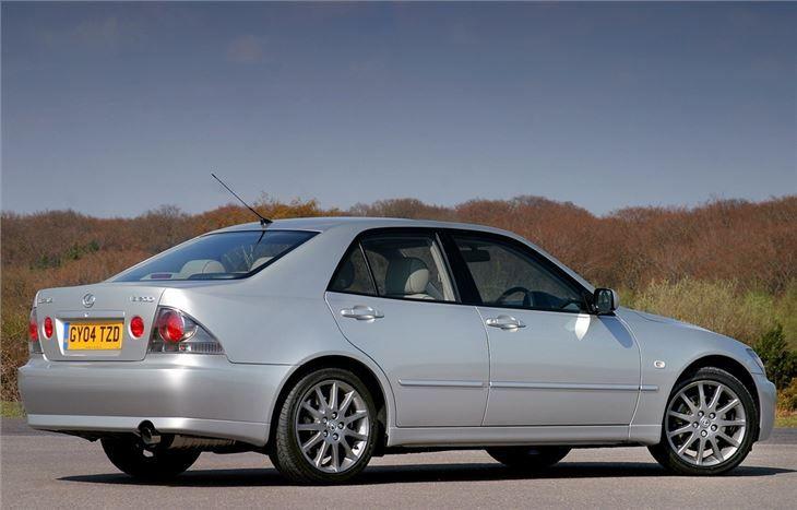 Первый Lexus LS 400 1998 года