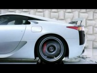 Lexus LFA звуком мотора разбивает бокал