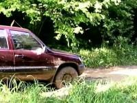 Nissan Pathfinder и Шевроле НИВА тест-драйв в грязи