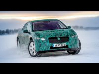 Видео тест-драйв электрического кроссовера Jaguar I-PACE