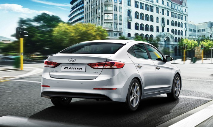 Hyundai Elantra вид сзади