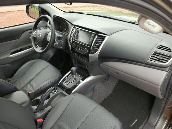 Mitsubishi L 200 интерьер