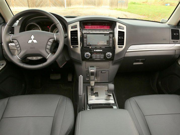 Mitsubishi-Pajero интерьер