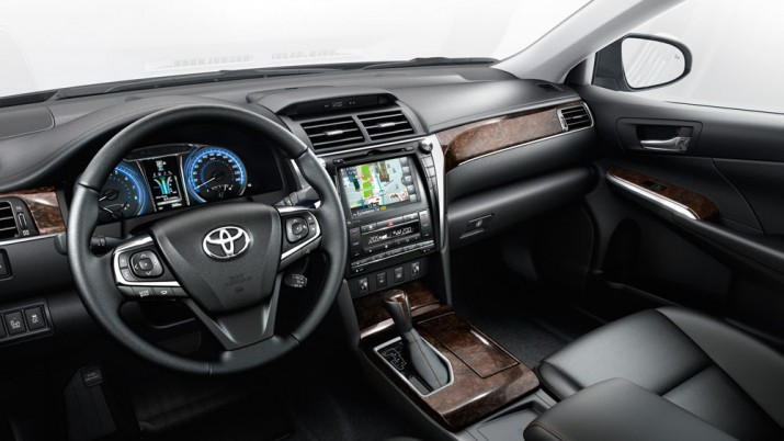 toyota-Camry-2017-exterior-tme-001-a-full.indd