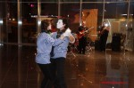 Мимы танцуют