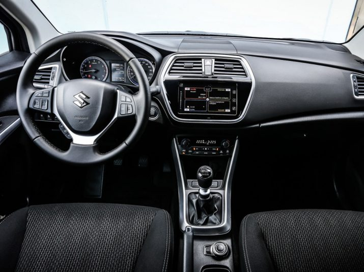 Suzuki-SX4 интерьер