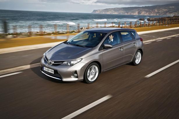 Toyota Auris 2013 Фото 01