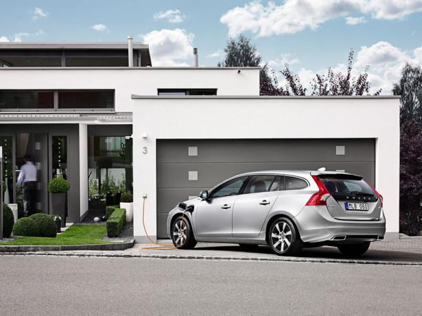 Volvo V60 Plug-In Hybrid 2015 Фото 04