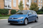 В США Volkswagen e-Golf продают на аукционе