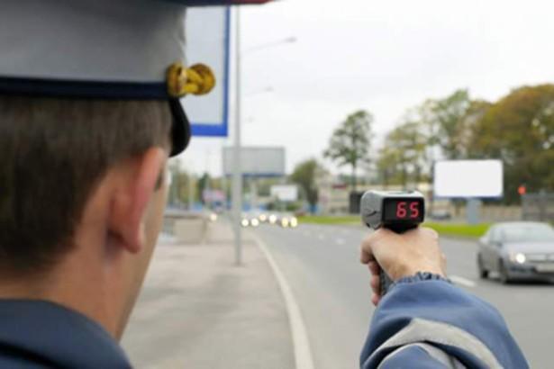 превышать скоростной режим