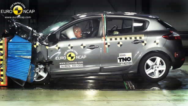 краш тест Renault Megane фото 01