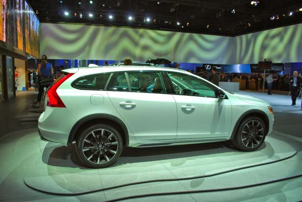Volvo V60 Cross Country 2015 Фото 01