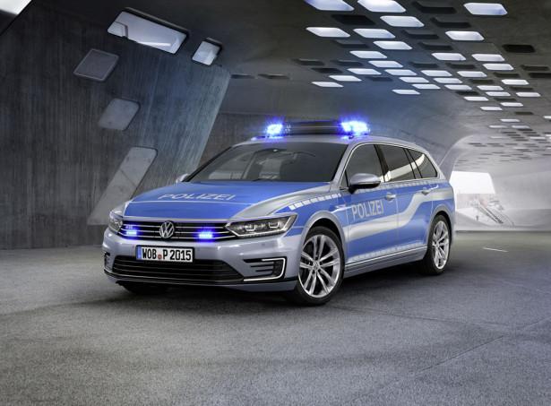 Полицейский Volkswagen Passat GTE 2015 Фото 01