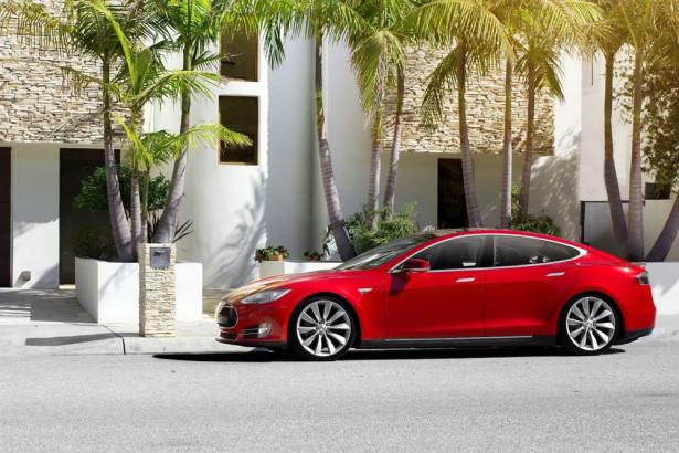 Tesla Model S 2015 Фото 04