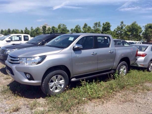 Toyota HiLux 2016 Фото 01