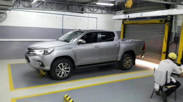 Toyota Hilux 2015 Фото 03