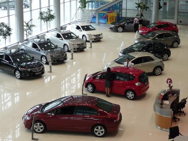 упали продажи легковых автомобилей