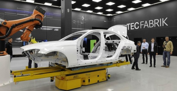 Интернет-издания опубликовали фото кузова седана Mercedes-Benz E-Class