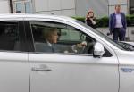 Mitsubishi Outlander PHEV 2016 Борис Джонсон Фото 09