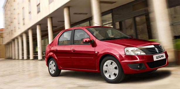 Продажи автомобилей Renault с начала года сократились почти вдвое