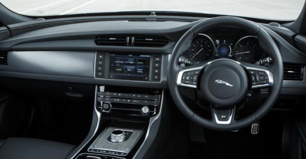 Jaguar XF интерьер