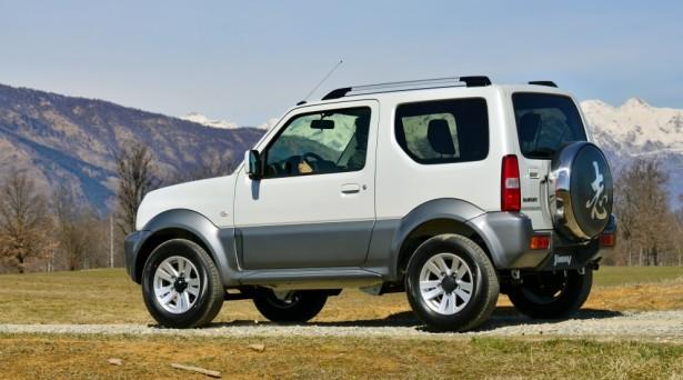Suzuki Jimny не спешит покидать российский рынок