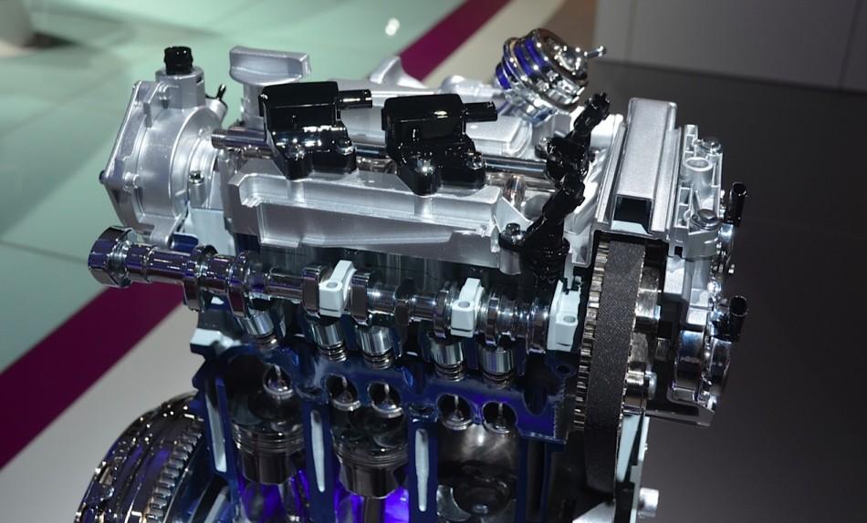 Тяжело поверить, но новый двигатель форд экобуст с тремя цилиндрами не только потребляет меньше топлива