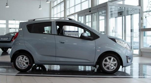 Ravon озвучил цены на самый бюджетный автомобиль с автоматом - R2