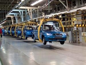 Пороизводство легковых автомобилей в России упало на 26,6%