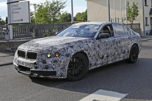 Новейшая BMW M5 показалась фотошпионам