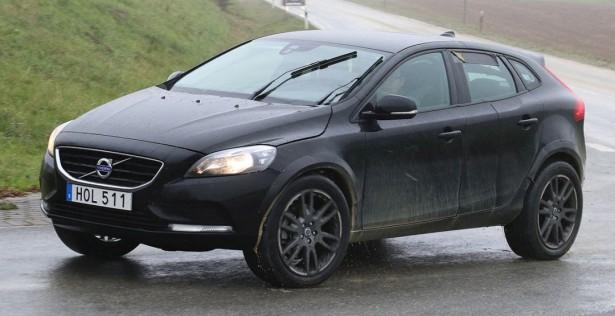 Volvo приступила к испытаниям нового флагманского кроссовера XC40