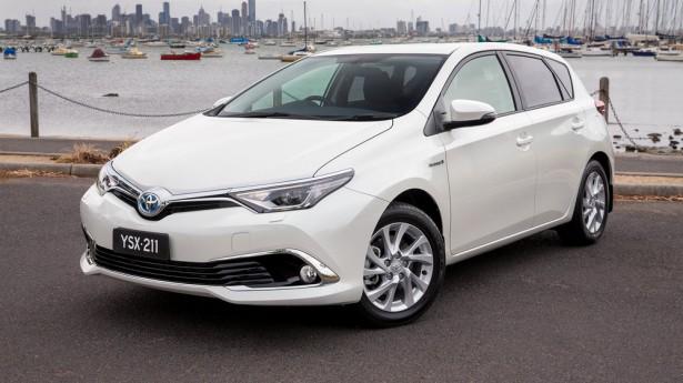 Известны комплектация и стоимость гибридной Toyota Corolla