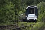 Land Rover Discovery Sport буксирует поезд Фото 9