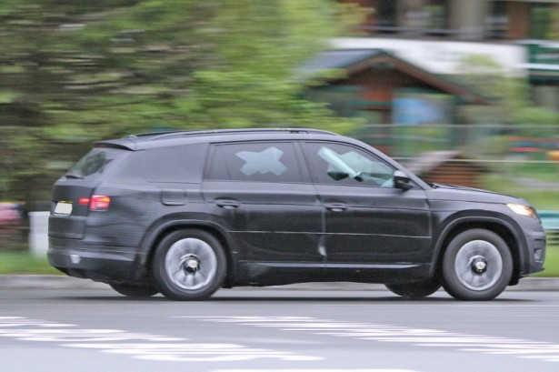Новый чешский кроссовер Skoda Kodiaq замечен во время тестов на нюрбургрингской трассе