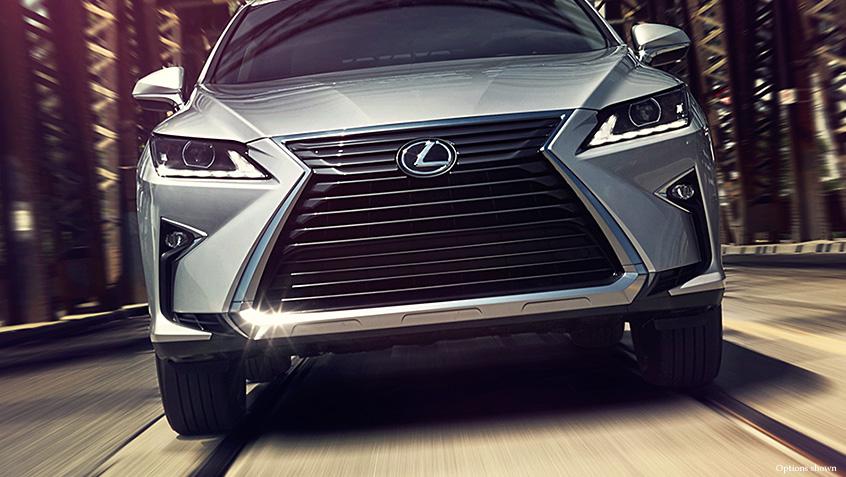 Кроссоверы компании Lexus стали самыми продаваемыми в премиальном сегменте в России