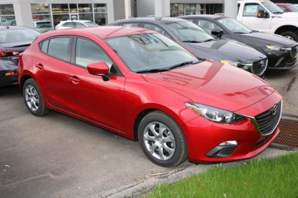 Первые реальные изображения хэтчбэка Mazda 3 уже в сети