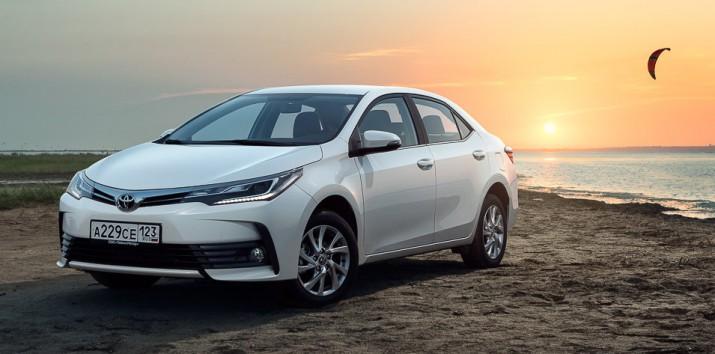 Обновленный седан Toyota Corolla уже поступил в продажу в РФ