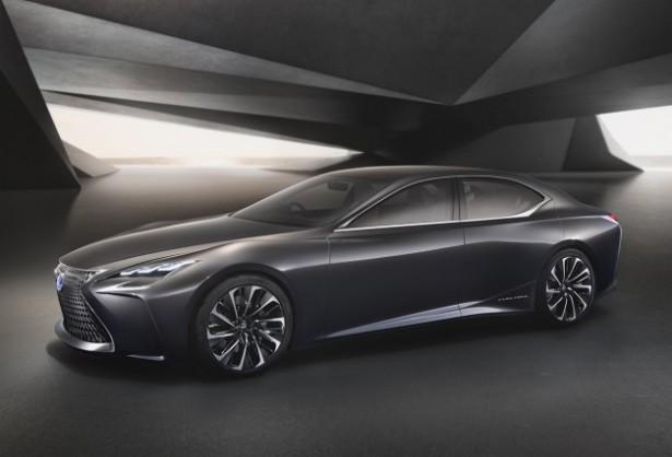 В интернете появились первые изображения Lexus LS нового поколения