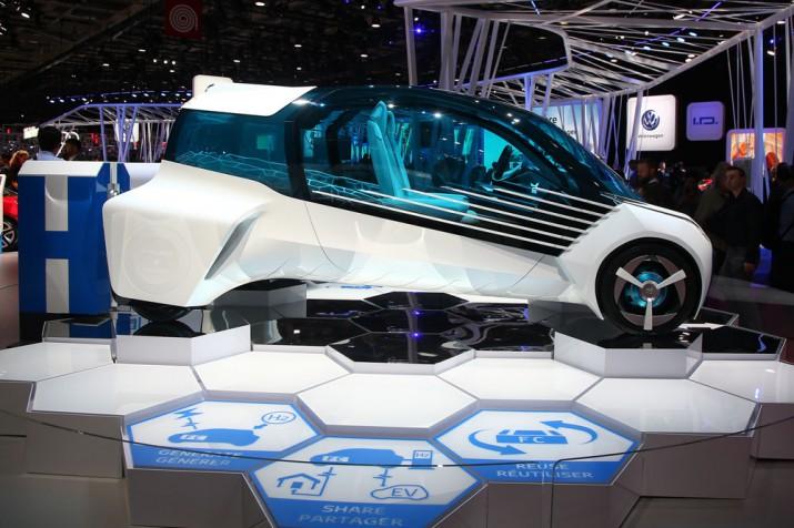 Toyota FCV Plus Concept Фото 12