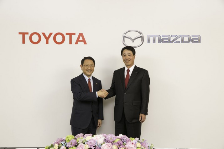 Mazda и Toyota 2016 Фото 5