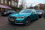 BMW 7-Series окрасился в бирюзу