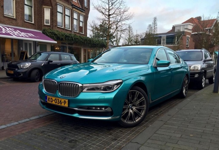 Бирюзовый BMW 7-Series 2016 Фото 01