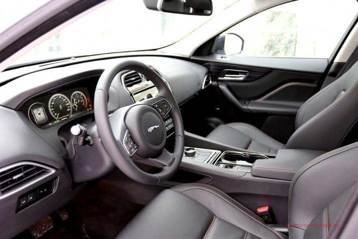 Интерьер Jaguar F-Pace унифицирован