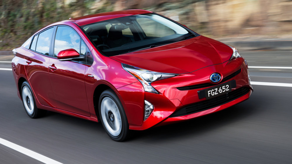 В марте в России стартуют продажи новой Toyota Prius
