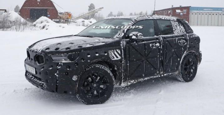 Серийная версия нового Volvo XC40 появилась перед камерами