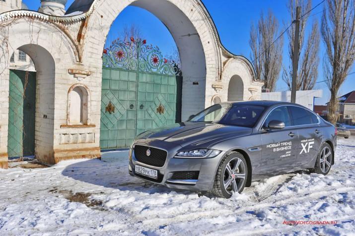 Безопасность: в салоне Jaguar XF вы можете чувствовать себя как за каменной стеной