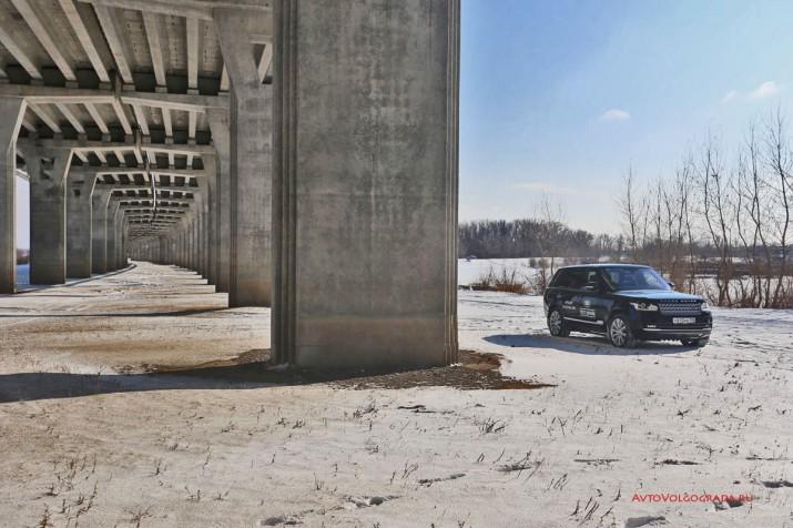 Внешность Range Rover украсит любой пейзаж... и даже бетонную серость городов.
