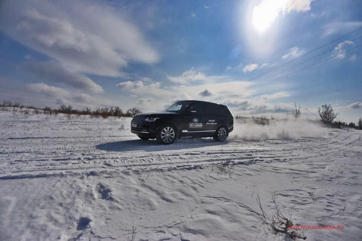 """Разгон нашего тестового """"Рэйнжика"""" с места до сотни -  6,9 секунд.  На снегу результат чуть по меньше, но тем не менее впечатляет."""