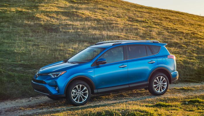 Toyota снижает цены на четыре модели 2016 года выпуска